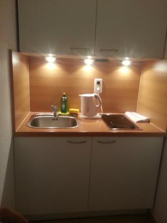 SchönLife Apartments: Cocina