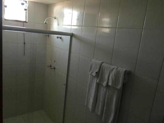 Esplanada Brasilia Hotel : La ducha es buena, el agua puede cambiar de temperatura sorpresivamente