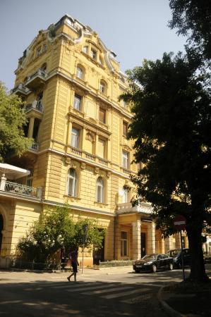 Hotel Riviera : la fachada, nunca mejor dicho