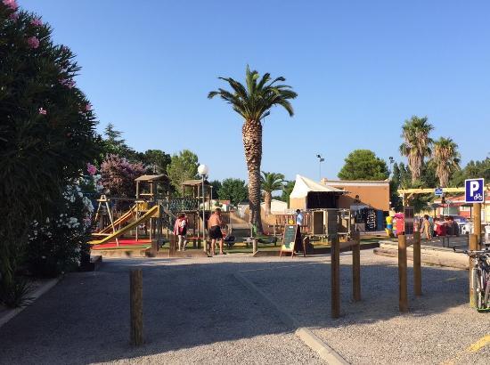 Camping Les Jardins Catalans: Nouvel aire de jeux côté animations et restauration