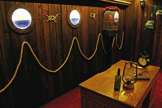 Escaperoom on tallink ship picture of escape room riga for Escape room gadgets