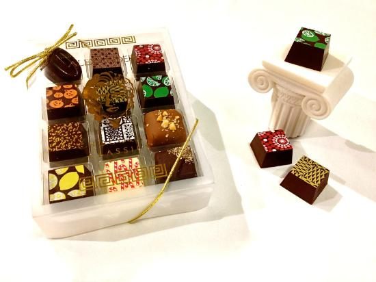Pendleton, OR: Signature Assorted 12 Piece Box of Truffles