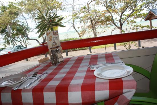 Chiantti's Pizzeria: Views to dine for...