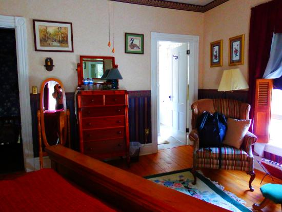 Port Allegany, Пенсильвания: Oak room is spacious.