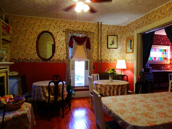 The Inn on Maple Street Bed & Breakfast: Quaint and cozy!