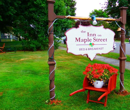 The Inn on Maple Street Bed & Breakfast: Welcoming B & B!!