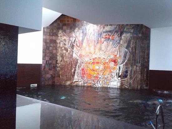 Hotel Rali Viana: Estupenda piscina con jacuzzi  (obligatorio gorro)