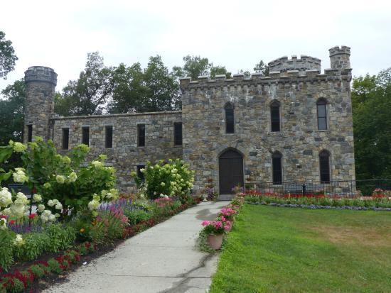 Haverhill, MA: Winnekenni Castle