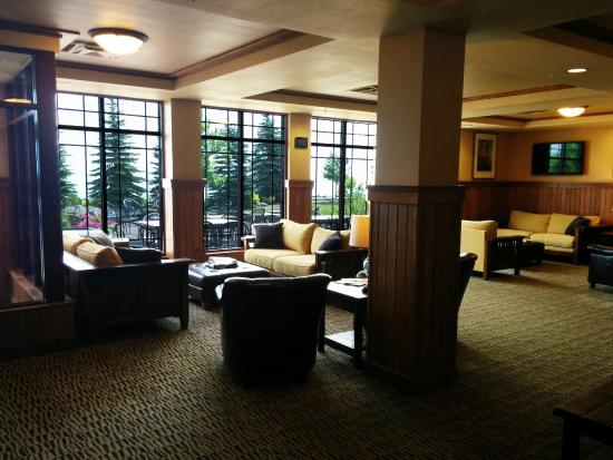 Canal Park Lodge: Guest lounge