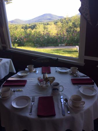 1785 Inn: Breakfast view