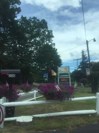 Lake Winnipesaukee Motel: Entrance