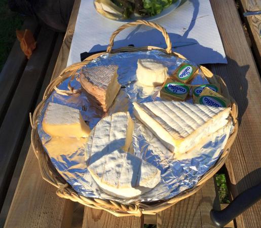 La Table de Catherine: Fantastic local cheese.