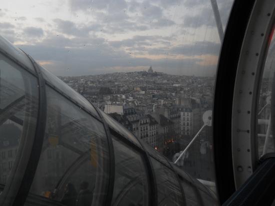 Paris, Frankrig: Vista de Montmartre desde el último piso del Centro Pompidou