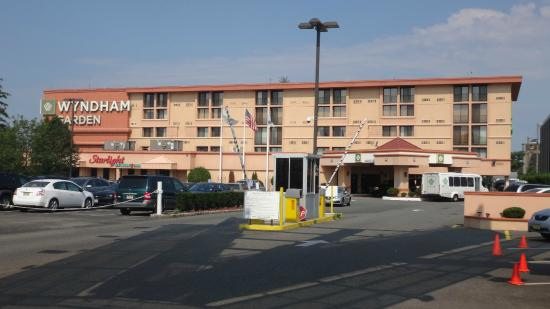Vista do hotel picture of wyndham garden newark airport - Wyndham garden newark airport newark nj ...