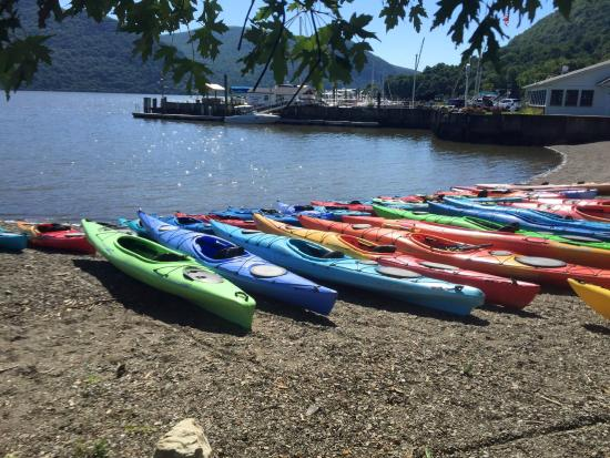 Cornwall on Hudson, NY: Kayaks on the shore