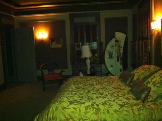 Grand Island Mansion: main room