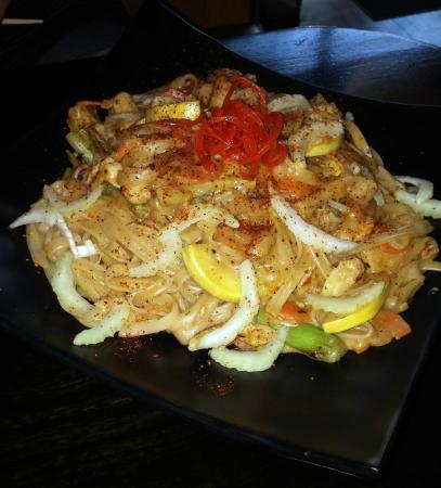 Iza Restaurant: Thai Peanut Noodles