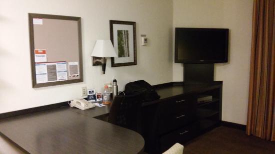 Candlewood Suites Parsippany - Morris Plains: desk/tv