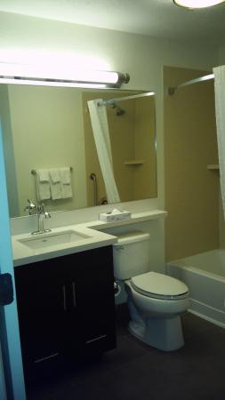 Candlewood Suites Parsippany - Morris Plains: Bathroom