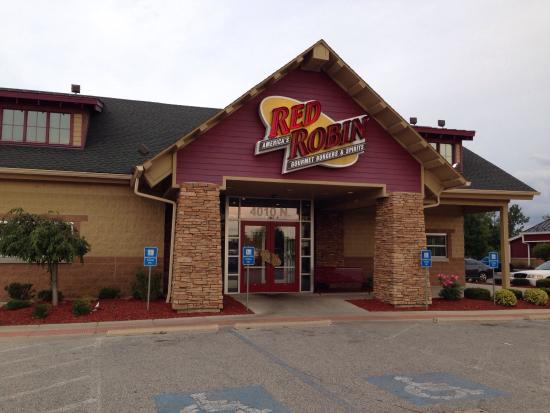 Red Robin Gourmet Burgers: Our walk in