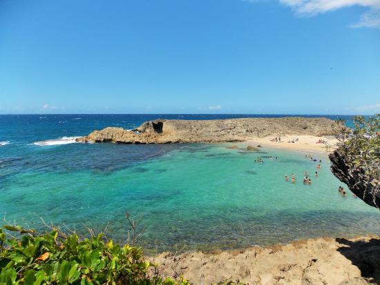 Playa La Cueva Las Golondrinas