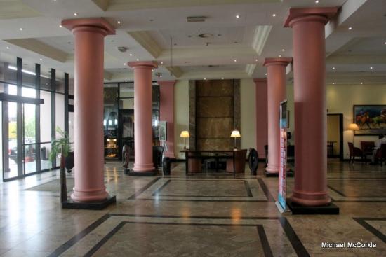Le Meridien Ogeyi Place: Lobby