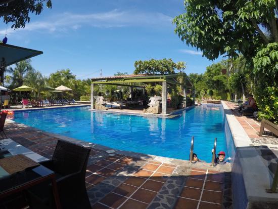 Los Arroyos Verdes: La piscina