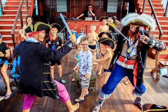 Cape Panwa, Thailand: pirate show in action