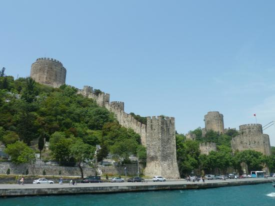 Sultans Royal Hotel: Rumeli Fortress on Bosphorus cruise