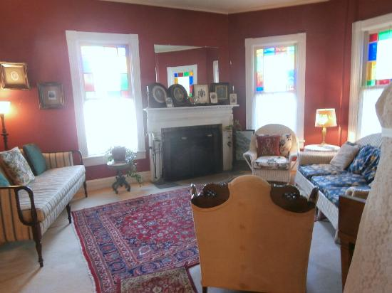 River Run Bed & Breakfast: one of the cozy living rooms