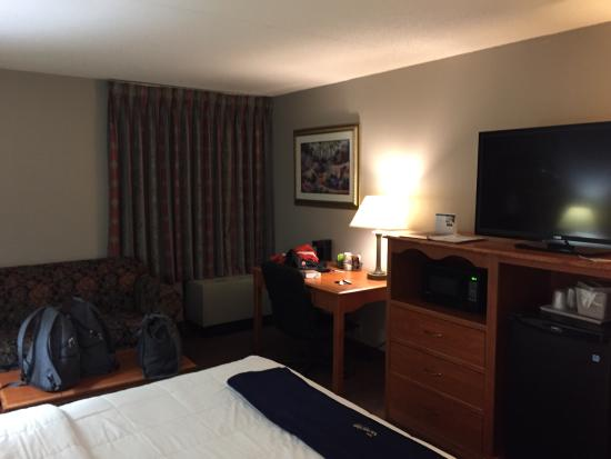 New Victorian Inn & Suites: Room #204