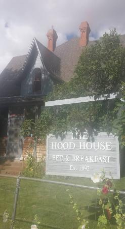 Hood House Bed and Breakfast: Hood house from the curb, doesn't do the historic home justice.