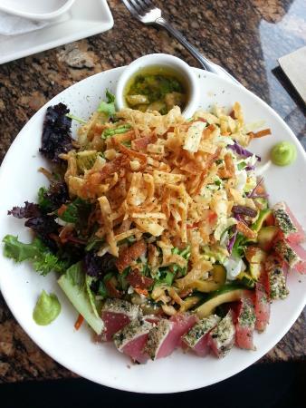 BJ's Restaurant and Brewhouse: Ahi Tuna Salad