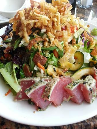 BJ's Restaurant and Brewhouse: Ahi Tuna Salad Close-up