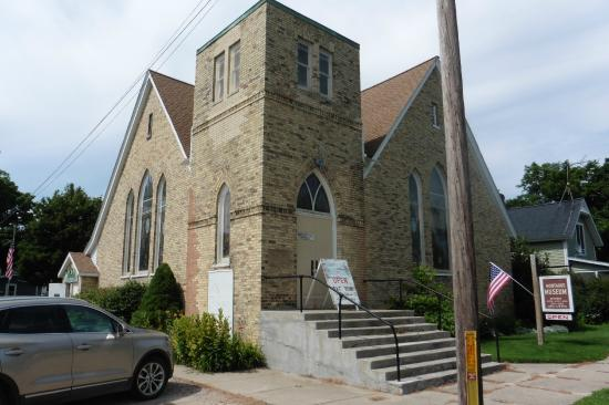 Montague Museum: Entrance is on the left side of the building