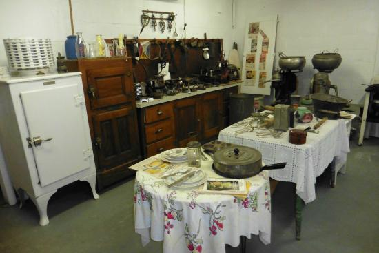 Montague Museum: Modern kitchen of the 1920s
