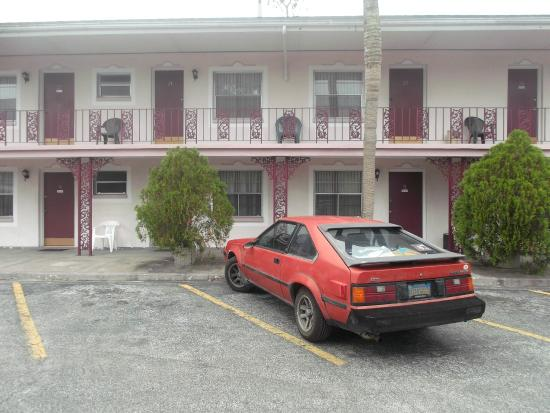 Carriage Inn Motel: motor court