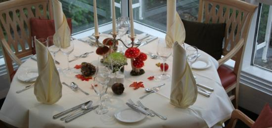 Waldenburg, ألمانيا: stilvoll gedeckter Tisch