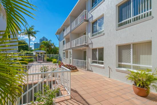 Bay lodge apartments 134 1 5 4 updated 2018 prices condominium reviews gold coast for Cheap 2 bedroom apartments gold coast