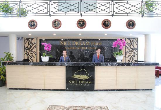 Nice Dream Hotel: Front Desk