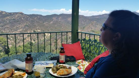Topanga Canyon Inn Bed and Breakfast: View of Topanga Canyon from the deck of Casa Rosa.