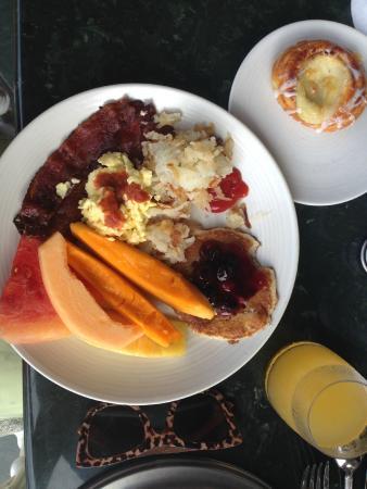 Ilima Terrace Restaurant: A Delicious Breakfast