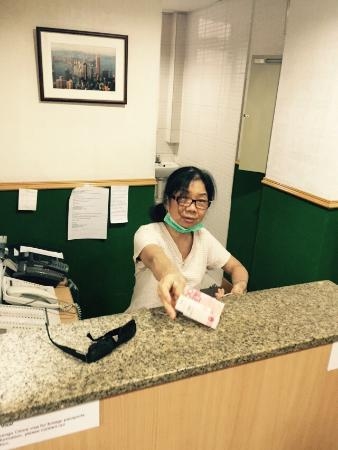 Lee Garden Guest House: Receptionist Connie is always happy and willing to help travellers out with any request