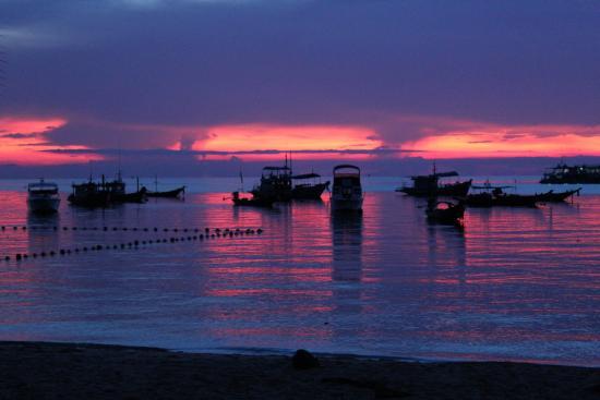 Koh Tao Regal Resort: stunning sunsets from Crystal Dive next-door