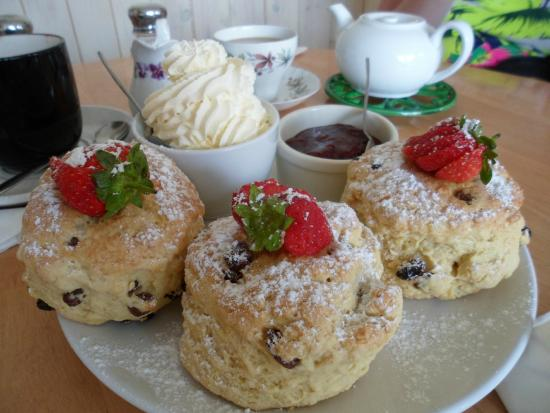 West Runton, UK: Cream tea for 3
