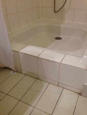 VVF Villages Mauvezin : salle de bain considérée comme restaurée?!! quand???