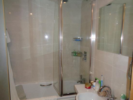 Empire Hotel Llandudno: Clean, well equipped bathroom