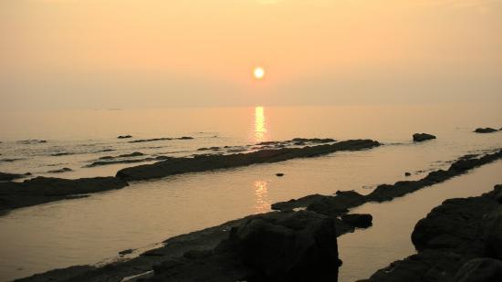 長崎温泉 やすらぎ伊王島, 沈む夕日(畔の岩這)