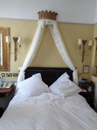 Empire Hotel Llandudno: Comfortable, well equipped bedroom