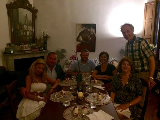 Gourmet Giglio Bianco B&B: Wonderful Company and Food